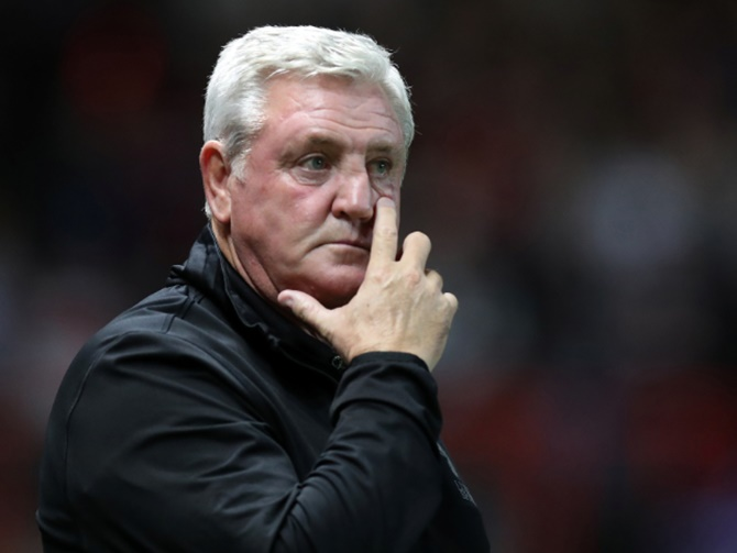 Aston Villa sack Bruce as manager
