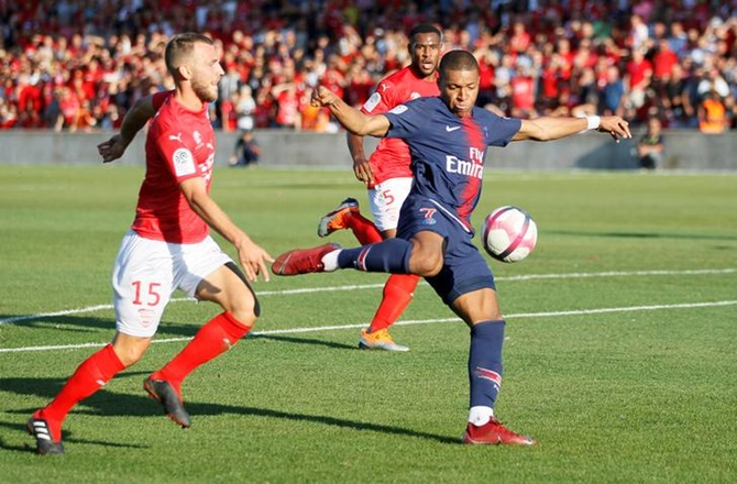 Rediff Sports - Cricket, Indian hockey, Tennis, Football, Chess, Golf - Soccer Briefs: Mbappe scores stunner but sees red in PSG win