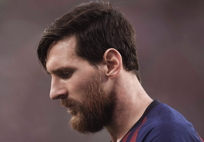 Rediff Sports - Cricket, Indian hockey, Tennis, Football, Chess, Golf - SHOCKING! Messi misses out on shortlist for FIFA award