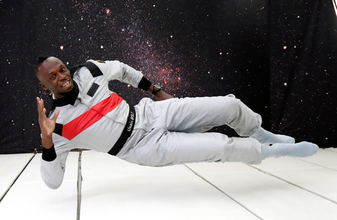 Rediff Sports - Cricket, Indian hockey, Tennis, Football, Chess, Golf - PIX: Usain Bolt toasts zero-gravity with champagne