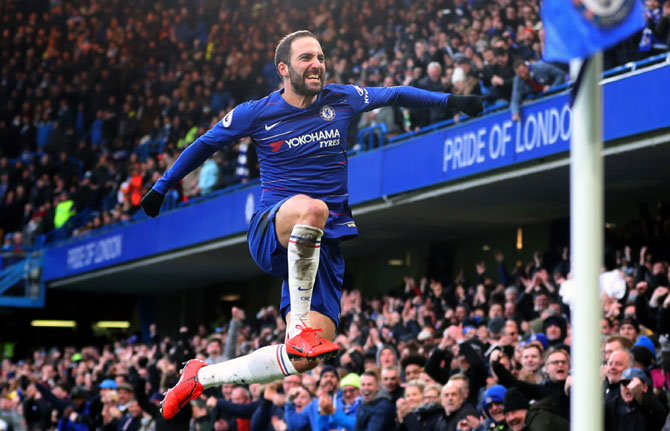 EPL PIX: Higuain scores first Chelsea goals, Spurs go second
