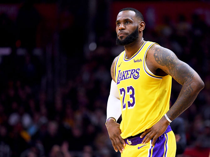 Rediff Sports - Cricket, Indian hockey, Tennis, Football, Chess, Golf - Sports Shorts: Lakers' James passes 32k points in worst career loss