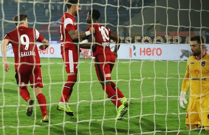 Rediff Sports - Cricket, Indian hockey, Tennis, Football, Chess, Golf - Indian Football Roundup: Delhi Dynamos hold NorthEast; East Bengal's title hopes alive
