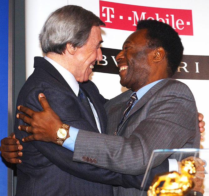 Rediff Sports - Cricket, Indian hockey, Tennis, Football, Chess, Golf - Pele pays tribute to 'goalkeeper with magic' Banks