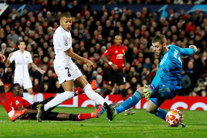 Rediff Sports - Cricket, Indian hockey, Tennis, Football, Chess, Golf - PIX: Pogba sent off as PSG outclass United; Roma win