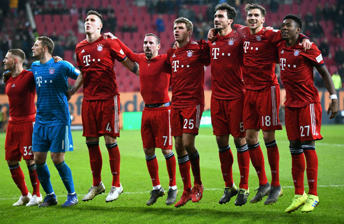 Football PIX: Coman rallies Bayern to victory; Juventus cruise