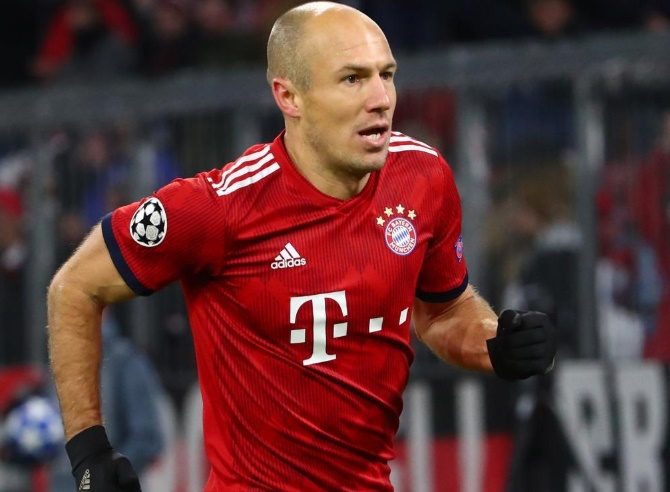 Football Extras: Robben picks his 'worst stadium'; Sanchez worried