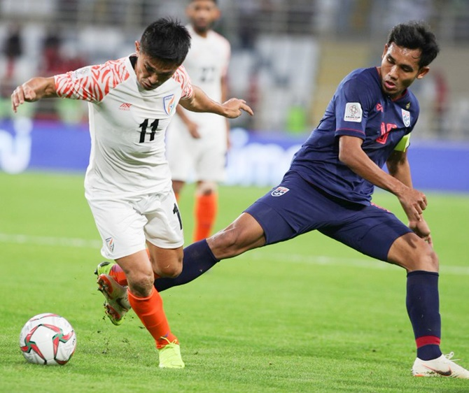 Rediff Sports - Cricket, Indian hockey, Tennis, Football, Chess, Golf - Asian Cup: Chhetri strikes twice, goes past Messi