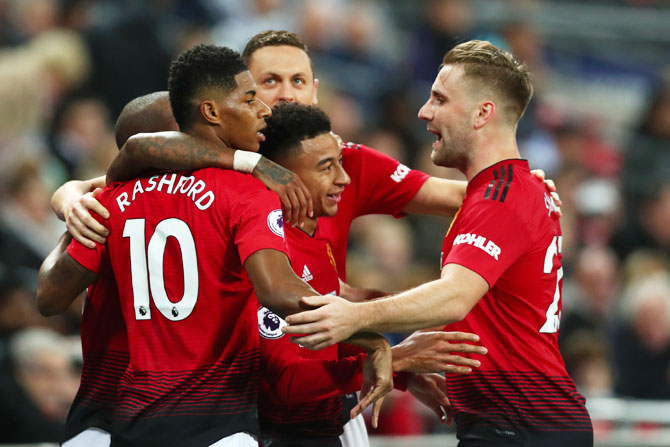EPL PHOTOS: Man United make it six in a row with Spurs win