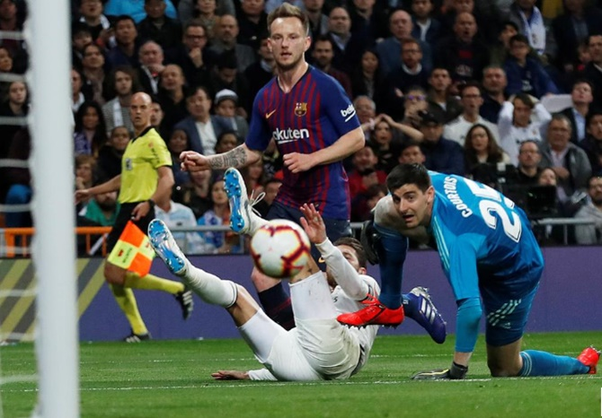 La Liga: Rakitic gives Barca second 'Clasico' win in four days at Real