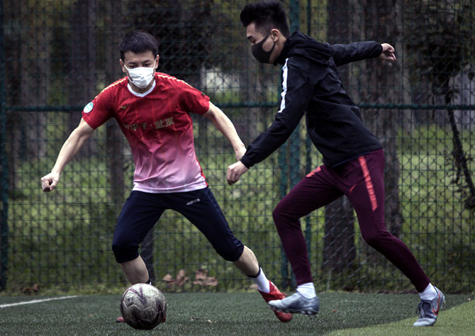 China's footballers join clubs after 14-day quarantine