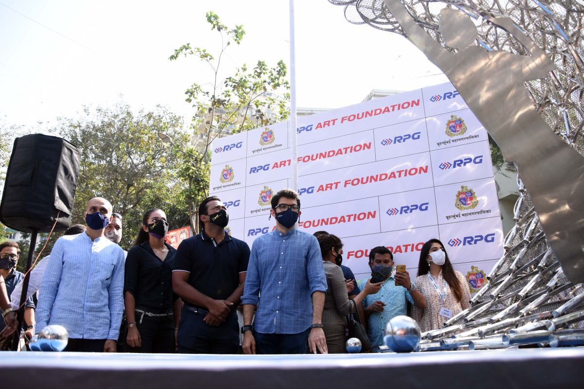 Leander Paes and Aaditya Thackeray at the unveiling of the art installation in Mumbai on Monday