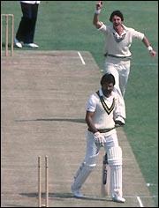 Richard Hadlee celebrates claiming Zaheer Abbas' wicket