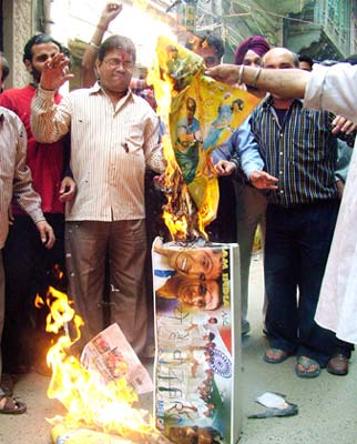 Fans burn effigies