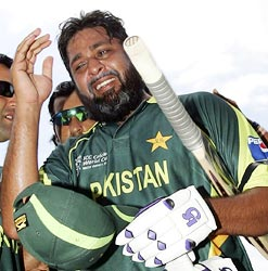 Inzamam-ul-Haq makes tearful one-day farewell