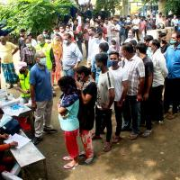 People queue up to get vaccinated