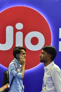 Jio's cashback offer to escalate competition