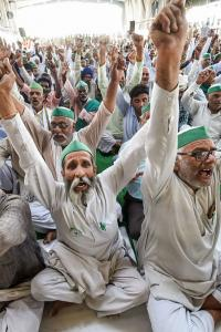 Not even fear of COVID-19 can disrupt protest: Agitating farmers
