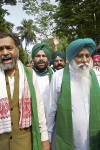 Remove obstacles, open doors for talks: Farmers to govt