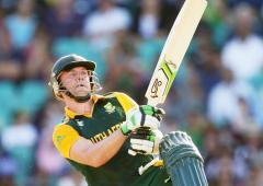 De Villiers mulls T20 World Cup return