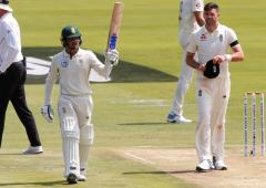 PHOTOS: De Kock leads SA fightback against England