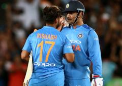 We need to look beyond Dhoni, says Gavaskar