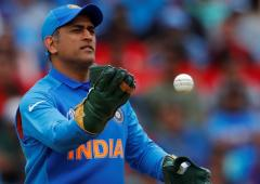 PIX: Dhoni complies with ICC, wears gloves without logo
