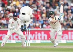 Smith holds fort with 8th straight Ashes half ton