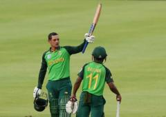 PHOTOS: De Kock steers SA to easy win over England