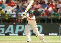 Elgar shines but England on top in second Test