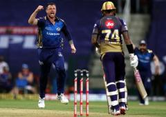 IPL: Mahela backs MI pacers to keep playing