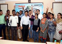 ये ओडिशा के गरीबों को डॉक्टर बनने में मदद करते है