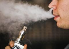 Govt's dilemma: To ban or not ban e-cigarettes?