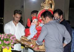 Watch: Salman does the Ganpati visarjan