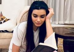 What is Diana Penty reading?