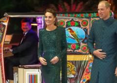 Kate, William hitch a ride in a rickshaw in Pakistan