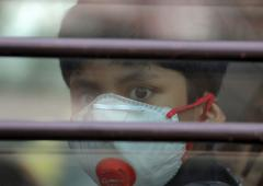 Delhi residents 'feeling suffocated' due to bad air