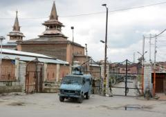 Fresh curbs imposed in Srinagar for Friday prayers