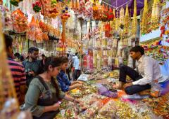 PHOTOS: Indians go on shopping spree ahead of Diwali