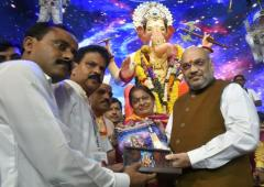 Amit Shah offers prayers at Lalbaugcha Raja