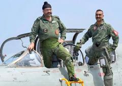 Abhinandan flies MiG 21 jet with IAF chief