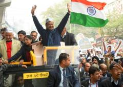 Delayed by roadshow, Kejriwal fails to file nomination