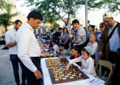 PICS: Anand, Karpov take on dozens of chess players in Jerusalem