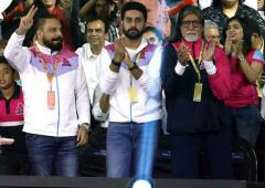 PIX: Amitabh cheers for son Abhishek's kabaddi team