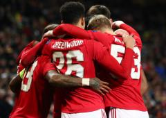 PHOTOS: Manchester United thrash AZ, Arsenal held