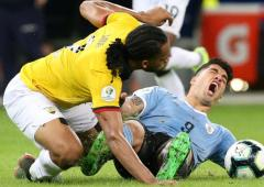 Soccer PIX: Uruguay crush Ecuador; US in last 16