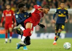 League Cup: Liverpool edge Arsenal; United stop Chelsea