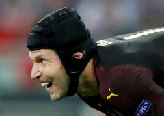 Goalkeeper to goaltender: Cech in ice hockey switch