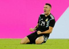 Extras: Germany waste 2-goal lead, held by Argentina