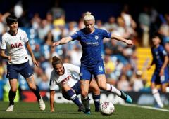 Stunning goals give Chelsea, Arsenal winning starts in WSL
